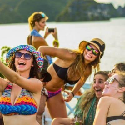 Party Cruise Halong Bay